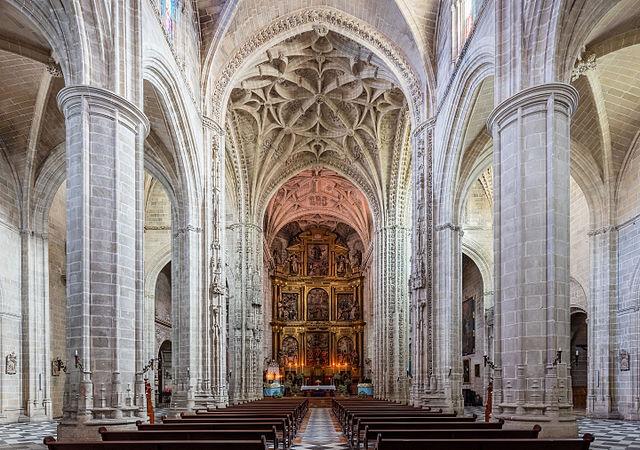 Interior de la iglesia de San Miguel (cc by-sa Diego Delso)